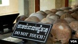"""红色高棉""""杀人场""""大屠杀纪念馆。相当一部分柬埔寨人认为,""""杀人场""""和""""S-21集中营""""是越南人编造出来的。(美国之音朱诺拍摄,2013年5月30日)"""