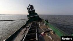 지난 20일 인도네시아 아체 지방 해안에서 발견된 버려진 난민선. 로힝야족과 방글라데시 출신 난민들이 타고 있었다. (자료사진)