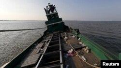 Nhiều người Indonesia bất chấp rủi ro đến tính mạng để thực hiện cuộc hành trình nguy hiểm trên biển đến Malaysia tìm việc làm.