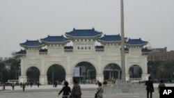 大陸觀光客在台灣總統大選期間暫停赴台旅遊,台北著名景點自由廣場遊客稀少