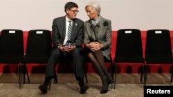 El secretario del Tesoro de EE.UU., Jack Lew, se reunió con la directora del Fondo Monetario Internacional, Christine Lagarde, para negociar la crisis de Grecia, y evitar que se extienda a otras naciones.