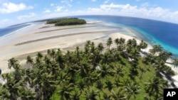 Esta foto de noviembre de 2015 muestra un área donde los árboles han sido arrasados por el aumento del nivel del mar en el Atolón de Majuro, en las Islas Marshall. El problema se extiende a otros atolones en el archipiélago.