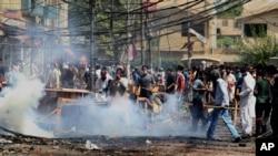 6月17日巴基斯坦警方与穆斯林神职人员追随者在拉合尔发生冲突