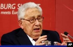 Dù mới thành lập, nhưng Viện Nghiên cứu các vấn đề Trung-Mỹ đã mời được cựu Ngoại Trưởng và Cố vấn An ninh Quốc gia Henry Kissinger, phát biểu tại diễn đàn mới này.