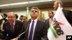 De izquierda a derecha, Eduardo Cunha presidente de la Cámara Baja del Congreso de Brasil, Romero Juca vicepresidente del PMDB y Eliseu Padilha, exministro de Transporte, todos miembros del PMDB el mayor partido de Brasil que se separó el martes del gobierno.