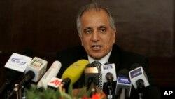 آقای خلیلزاد بعد از سفر به پاکستان، عربستان، امارات متحده عربی و قطر وارد افغانستان شد.