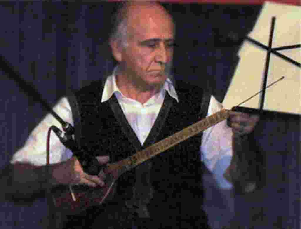 داراب شباهنگ: آهنگساز و نوازنده سه تار