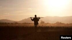 Moko na babokoli bibwele baye batambolaka bikolo na bikolo, na ndelo kati ya Ethiopie mpe Soudan ya ngele, le 14 octobre 2013.