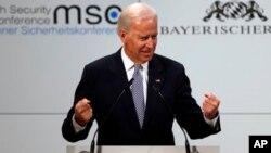 Wapres AS, Joe Biden melakukan pembicaraan via telepon dengan PM Irak Nouri al-Maliki (foto: dok).