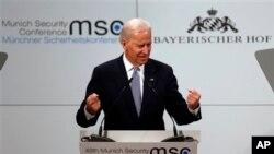 Başkan Yardımcısı Joe Biden, Münih Güvenlik Konferansında konuşurken.