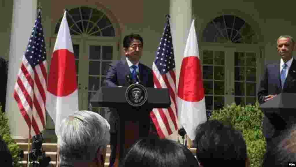 奥巴马总统说:说美国反对其他盟国加入亚投行,simply not true。美日一致认为亚洲需要更多基础建设,而中国很有钱 (美国之音张蓉湘拍摄)