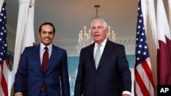 美国国务卿蒂勒森在美国国务院会见到访的卡塔尔外交大臣穆罕默德(2017年6月27日)