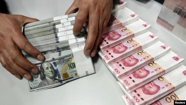 人民币兑美元贬值创十年新低 直逼破7心理关口
