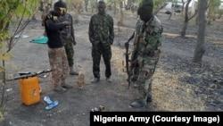 Des soldats de l'armée nigériane dans l'État de Borno, au Nigeria, le 1er mars 2016.