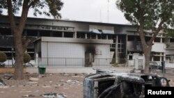 Une partie partie du parlement du Burkina incendié lors des manifestations contre le président Blaise Compaoré, 31 octobre 2014