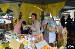 捐贈物品發放中心(美國之音申華拍攝)