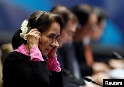 Pemimpin Myanmar Aung San Suu Kyi menghadiri KTT ASEAN-ROK di Singapura, 14 November 2018.
