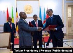 Rais Paul Kagame na Rais Yoweri Museveni