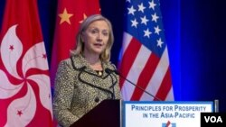 Menlu AS Hillary Rodham Clinton meyakinkan para investor di Hong Kong bahwa pemerintah AS tidak akan 'default' (25/7).