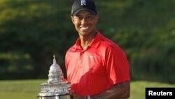 Tiger Woods ha superado a Jack Nicklaus como segundo ganador de títulos de la PGA después de Sam Snead.