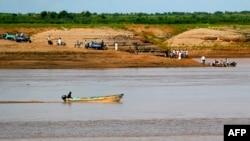 Sungai Setit yang berbatasan dengan Ethiopia, di Wad al-Hiliou, desa di negara bagian Kassala, Sudan timur, 11 Agustus 2021. (AFP).