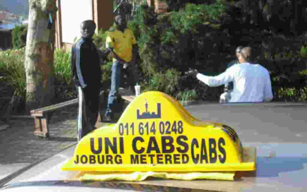 Uno de los grandes problemas que estan afectando a los miles de aficionados que han llegado al mundial, es la falta de taxis.