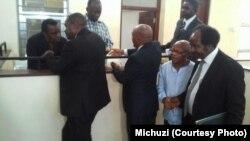 Mawaziri wa zamani wa Tanzania Basil Mramba na Daniel Yona wakiwa mahakamani