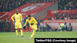 Le Brésilien Neymar a marqué sur un coup franc somptueux contre Lille au stade Pierre-Mauroy, Lille, 3 février 2018. (Twitter/PSG)