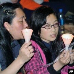 香港市民在烛光追思会上
