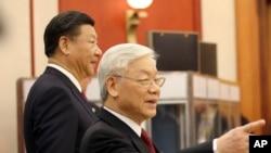 Presiden China Xi Jinping, kiri, dan Sekjen Partai Komunis Vietnam Nguyen Phu Trong di Hanoi, Vietnam, Minggu, 12 November 2017.