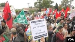 Para aktivis Australia unjuk rasa untuk mendukung para pencari suaka untuk tinggal di Australia (April 2011).