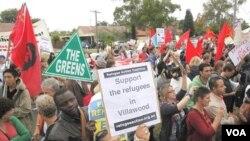 Para aktivis melakukan unjuk rasa di Sydney mendukung pemberian suaka kepada pencari suaka di Australia (foto: dok.).