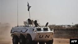 Binh sĩ gìn giữ hòa bình của Liên hiệp Châu Phi tuần tra trong khu vực Abyei, miền Nam Sudan