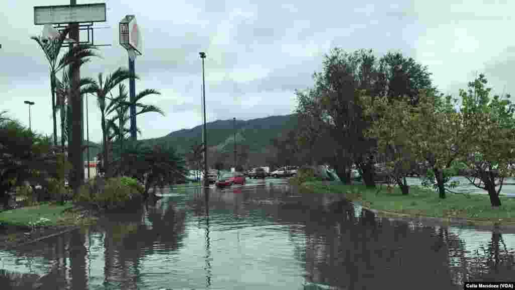 Calles inundadas en Puerto Rico tras el paso de María. Alcaldesa de San Juan, Carmen Cruz, acusó el viernes al Gobierno de Trump de prestar ayuda insuficiente a Puerto Rico como consecuencia de la tormenta.