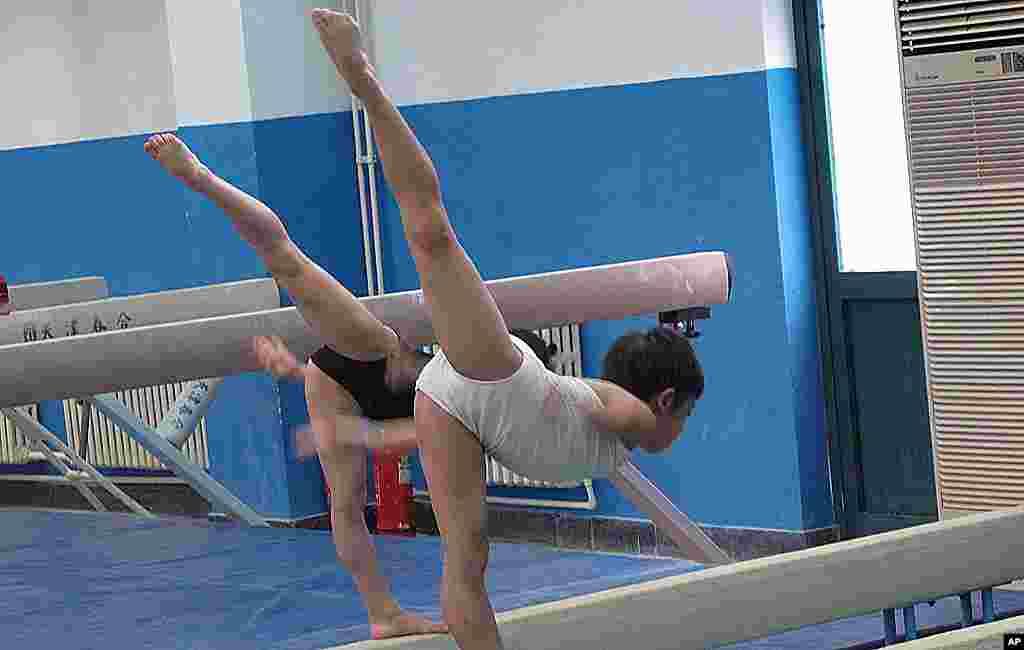 怀揣冠军梦的中国孩子,在体校接受训练