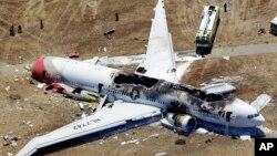 Pesawat Asiana Airlines yang mengalami kecelakaan di bandara San Francisco AS (6/7). Asiana marah atas pemberitaan oleh stasiun TV AS yang dinilai merusak reputasinya.