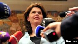 PM Slovenia Alenka Bratušek meraih dukungan parlemen untuk memperbaiki sistem perbankan yang bermasalah (foto: dok).