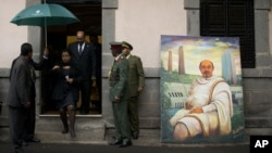 Tổng thống Sudan Omar al-Bashir, ngay ngưỡng cửa, đến tham dự tang lễ của cựu Thủ tướng Meles Zenawi, ở Addis Ababa, Ethiopia