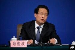 2016年3月12日,中國保險監督管理委員會主席項俊波在人大會議期間的記者會上講話