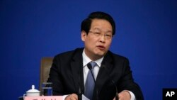 2016年3月12日,中国保险监督管理委员会主席项俊波在人大会议期间的记者会上讲话