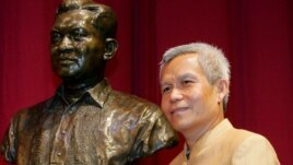 Sombath Somphone of Laos, the winner of Ramon Magsaysay Award for Community Leadership in 2005, poses with the bust of the late Philippine president, Aug. 31, 2005.