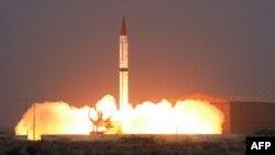 파키스탄이 11일 핵탄두 탑재가 가능한 '샤힌-3' 탄도미사일을 시험발사했다고 밝혔다. 파키스탄 정부가 공개한 발사 장면 사진이다.