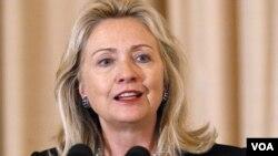 Menlu AS Hillary Rodham Clinton menekankan pentingnya isu ekonomi dalam kebijakan LN Amerika.