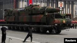 Военный парад в Пхеньяне, КНДР. 15 апреля 2012 г.