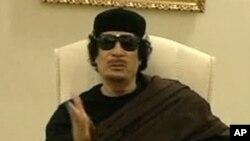 Mouammar Kadhafi qui refuse de céder aux rebelles libyens et aux pressions internationales pour quitter le pouvoir