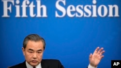 Menlu China, Wang Yi dalam konferensi pers di Beijing, China, 8 Maret 2017. (AP Photo/Mark Schiefelbein)