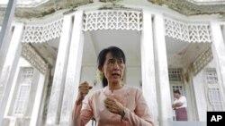 緬甸民主活動家昂山素姬星期一與緬甸勞工部長吳昂季在仰光曾經進行會談。
