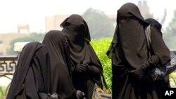 U Egiptu žene nose različite vrste vela, od feredže pa do nidžaba