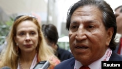 FILE - Former Peru President Alejandro Toledo and his wife Eliane Karp arrive to the 2015 IMF/World Bank Annual Meetings in Lima, Peru, Oct. 8, 2015.