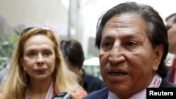 El expresidente de Perú Alejandro Toledo y su esposa la exprimera dama Eliane Karp en una foto de archivo de octubre de 2015.
